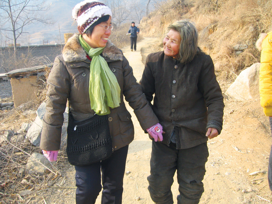 China Project graduate Sister Pauline Yu (l.) took gerontology program at the Avila Institute to help her in ministering to the elderly in China. (Courtesy of T. Kilkelly/China)