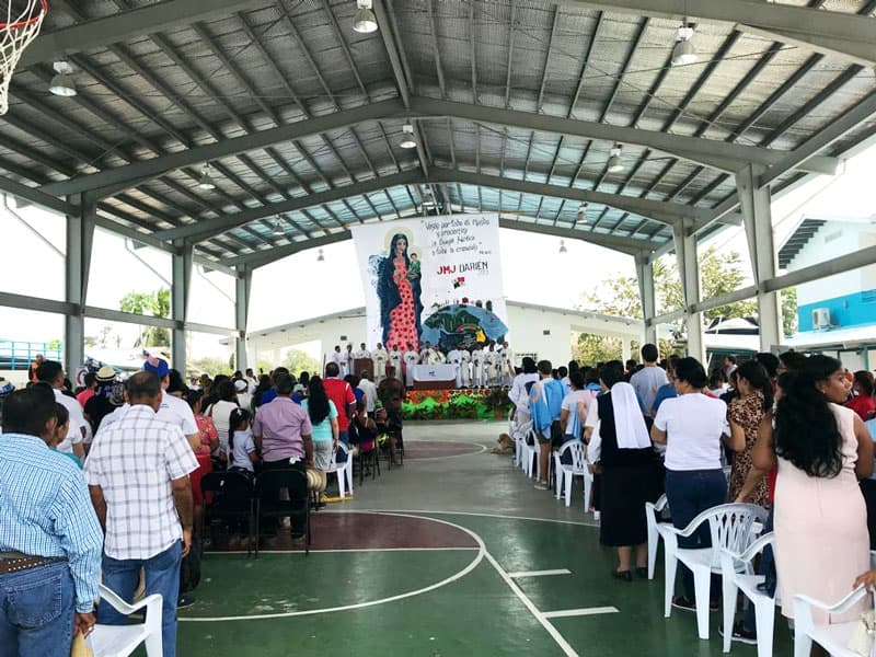 Maryknoll sister meets Pope in Panama during World Youth Day