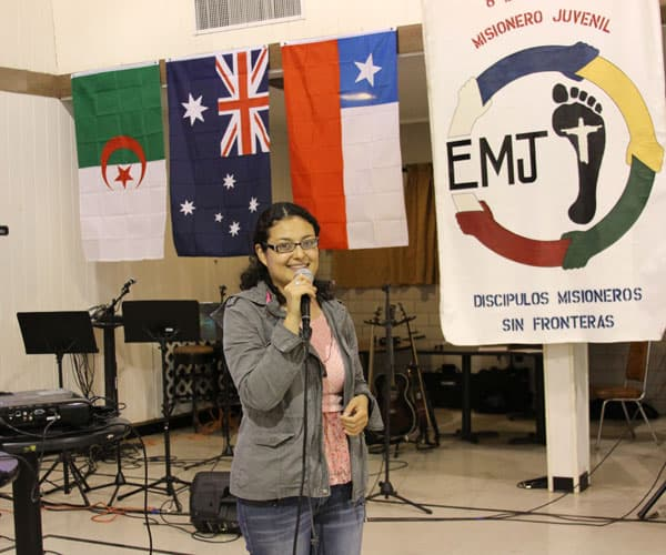Dulce Tovar speaks at a Youth Mission Encounter in Houston, Texas. (G. Soria/U.S.)