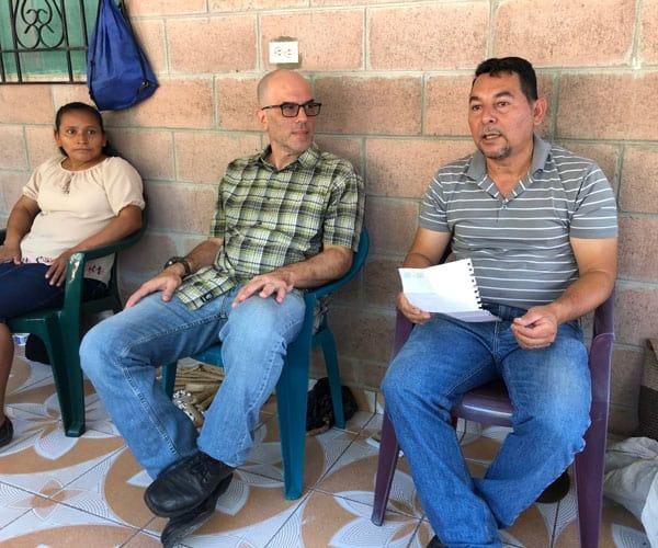 Peter Altman (l.) listens to Hernán Romero, who leads social justice ministries in San Nicolas parish in Monte San Juan in central El Salvador. (M. Scherer-Emunds/El Salvador) Slug: El Salvador violence