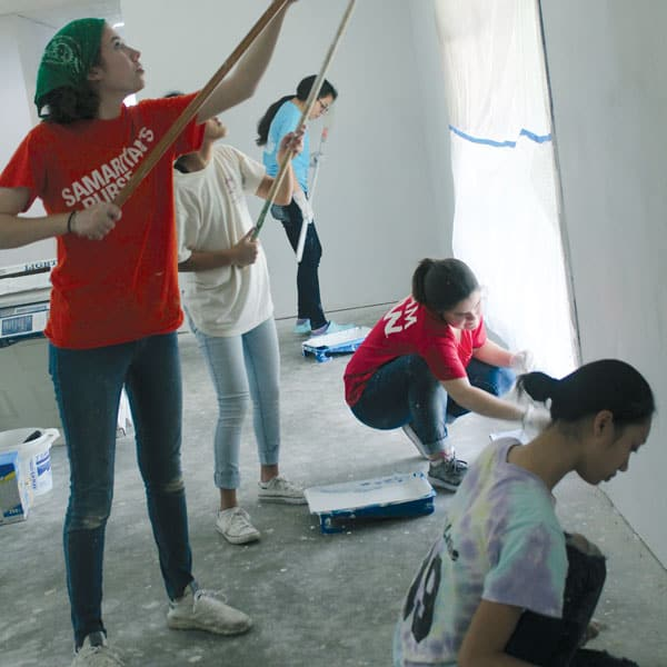 Maryknoll mission promoter Yvonne Dilling, who works to form youths into missionary disciples, led this group of teens from St. Brigid parish in San Antonio help clean and repair two houses destroyed by Hurricane Harvey. (N. Ruiz/U.S.)