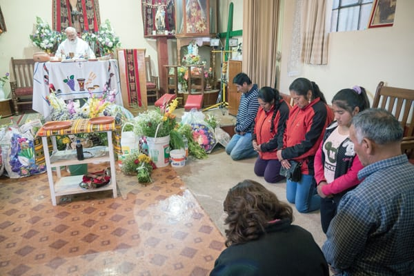Maryknoll Father Edmund Cookson celebrates the Eucharist with Aymara parishioners at a small church in Jayllihuaya in Puno, Peru. (N. Sprague/Peru)