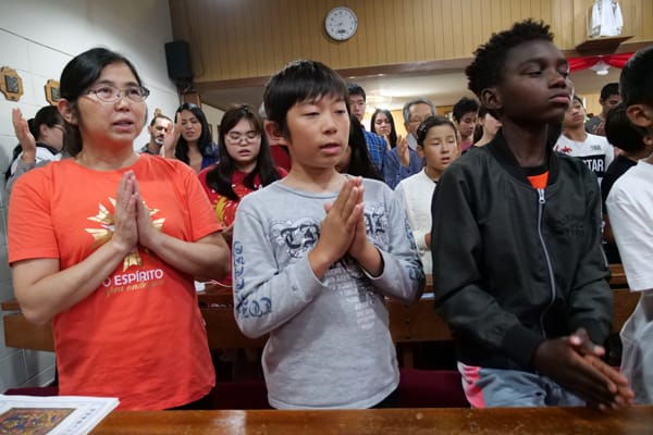 mmigrants in Japan worship at multicultural, multilingual Mass celebrated by Father Roberto Rodriguez at Infant Jesus parish. (P. Saunders/Japan)
