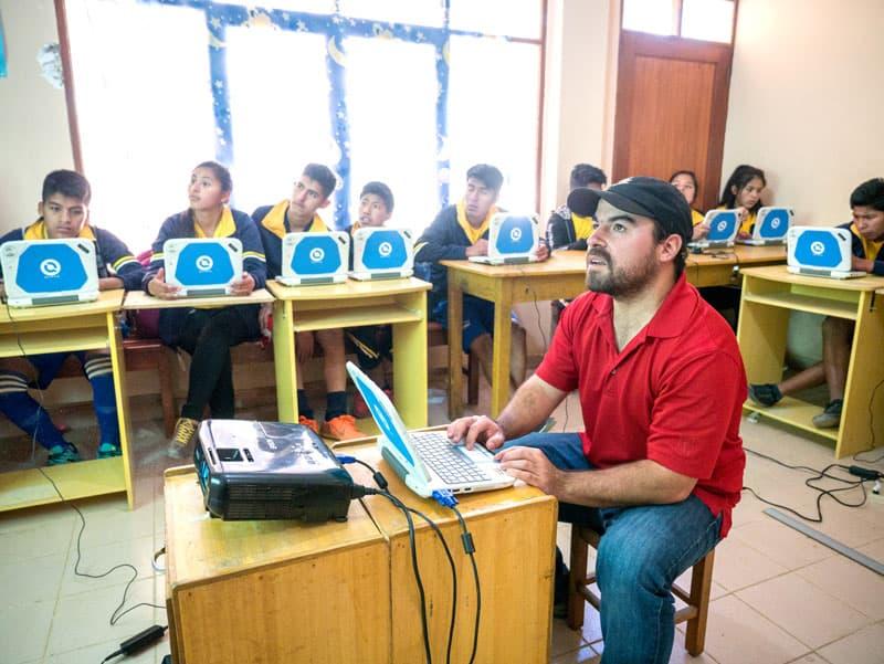 Volleyball Values: Juan Gomez teaches a computer class. (Nile Sprague/Bolivia)