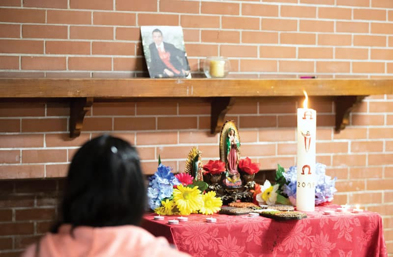 Prayer is a key component for the Peace Warriors group that meets every Friday in the basement of St. Gall's parish in Chicago. (Octavio Durán / Illinois)